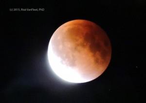 Eclipse_moon_2015-web